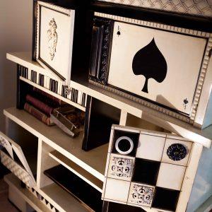 librero vintage detalle puertas abiertas