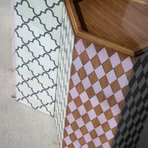 mesa hexagonal detalle patas por el lateral