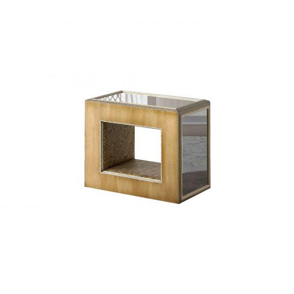 mesita o con tapizado detro y espejos en el sobre y los lados