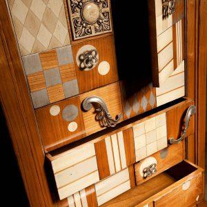entrada cibeles detalle puertas y cajones abiertos
