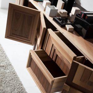 mueble de tv totem detalle puertas abiertas