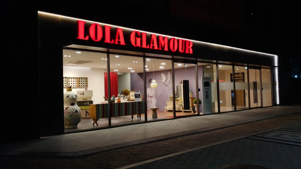 Contacto, Lola Glamour